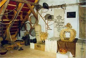 Bäuerliche Geräte in der Scheune