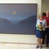 "Bildübergabe ""Bir Muaref"", Frau Barbara Pfeuffer mit Bgm Gerrit Maneth (Foto: Stadt Höchstädt, Claudia Kohout)"