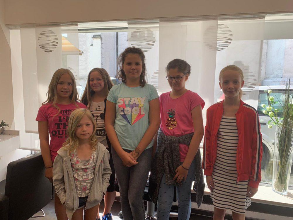 Ferienprogramm Besuch beim Friseur (Foto: Tremmel, VG Höchstädt)